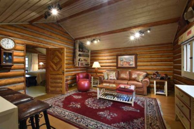 Ennis Montana lodging option, the C Bar 3 log cabin