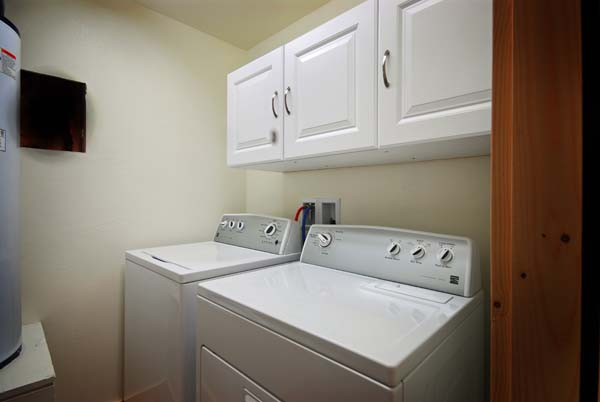 Moores Creek Hideaway washer and dryer