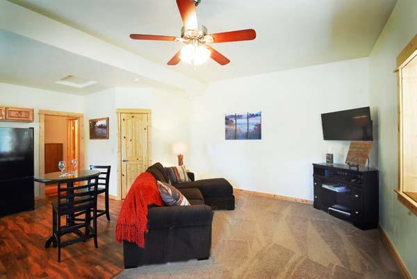 Moores Creek Hideaway livingroom