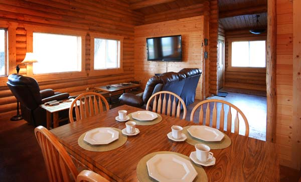 Cabin with a kitchen, the Double Buck in Ennis, Montana