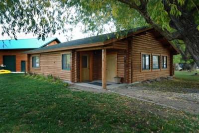 Log cabin rental in Ennis, Montana.