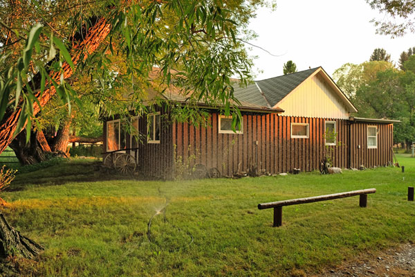 The Jeffers Cottage at the Rainbow Valley Lodge in Ennis Montana
